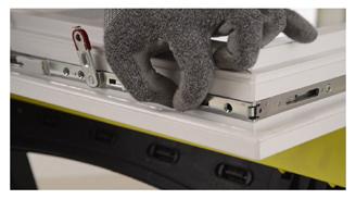 reparation toutes fenetres alu pvc bois reparation de fenetres bouches du rh ne. Black Bedroom Furniture Sets. Home Design Ideas